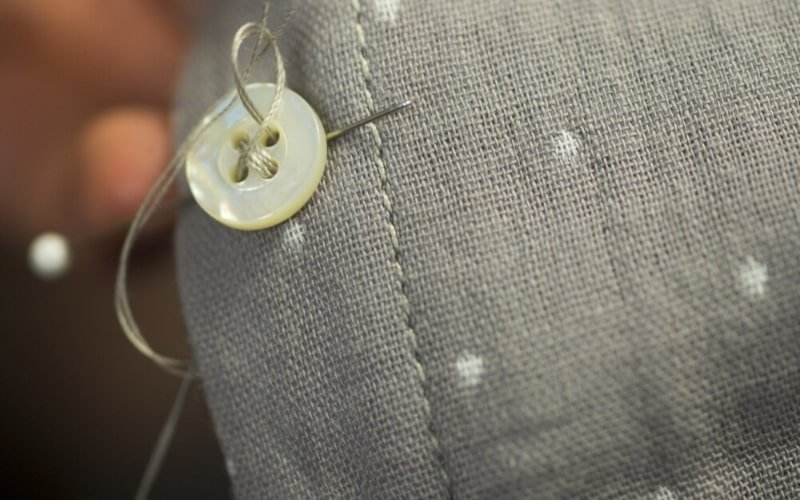 Sewing a button - High Quality Clothing Tips