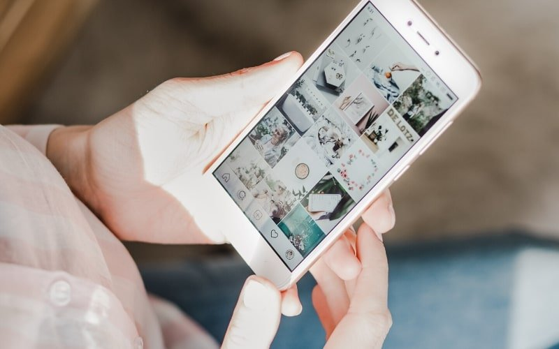 Girl looking at Instagram - How to Quit Fast Fashion