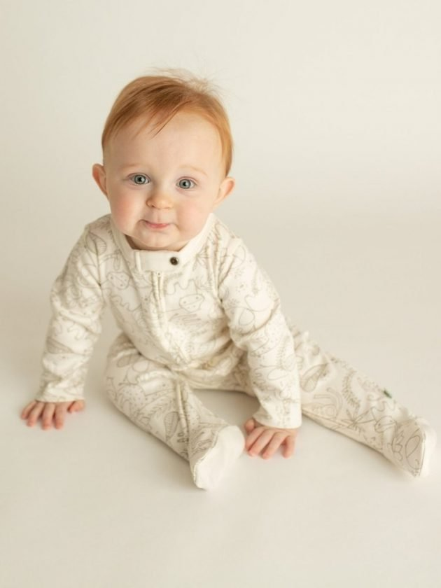 Baby with sustainable and eco-friendly clothing from Finn + Emma