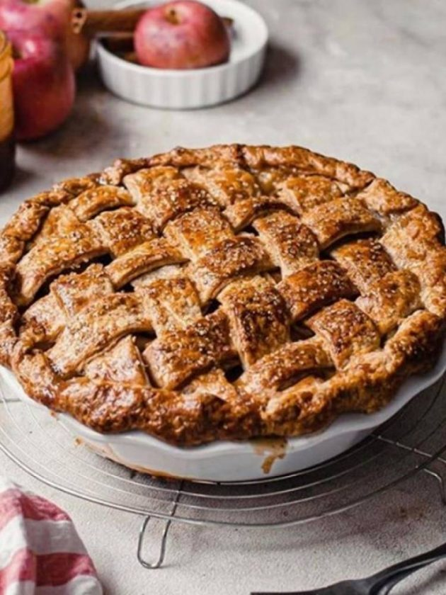 Pie in non-toxic dishes from Emile Henry